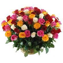 Корзина из роз разных цветов