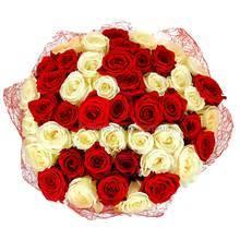 Комбинация роз Аваланч и Гран При в декоративной упаковке