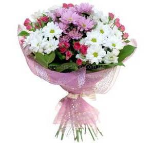 Хризантемы бакарди, веточные розы, декоративная упаковка