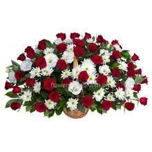 Большая корзина с розами, эустомой и хризантемами