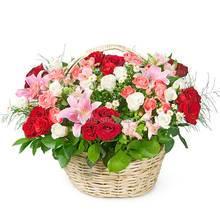 Цветочная корзина с розами, лилиями, хризантемами и альстромериями