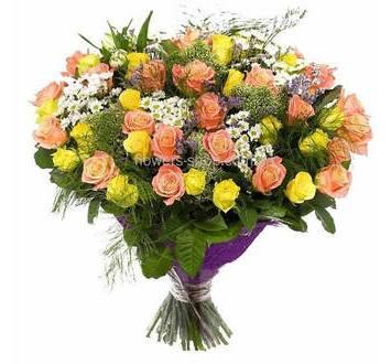 Букет с розами, хризантемами и статицей