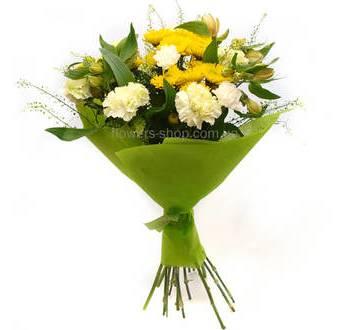 Гвоздики, альстромерии, хризантемы в декоративной бумаге