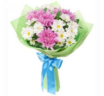Букет хризантем в декоративной упаковке