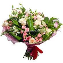 Букет из кустовых роз, альстромерий и эустом