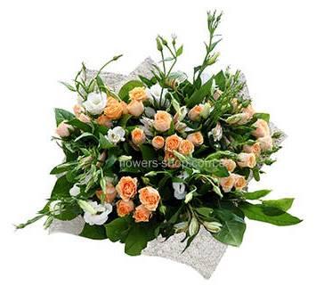 Букет из кустовых роз, альстомерий и эустом, в упаковке
