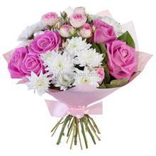 Букет из веточных и одиночных роз, хризантем, во флористической бумаге