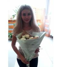 A bouquet of white roses was delivered to Zaporozhye