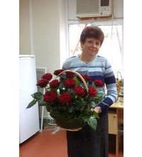 Кошик з трояндами доставлений в Вінниці