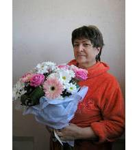 Delivery bouquet of roses and chrysanthemums in Lugansk