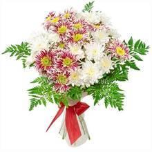 Букет из хризантем двух сортов, ледерварен