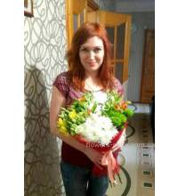 A beautiful bouquet of flowers was delivered to Dneprorudnoe
