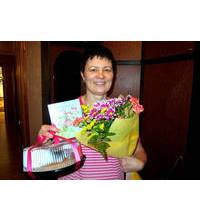 Flowers with a cake delivered to Sverdlovsk