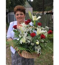 baskets Delivery of roses and lilies in Sumy