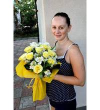 Bouquet of yellow roses and white lilies delivered in Chuguev
