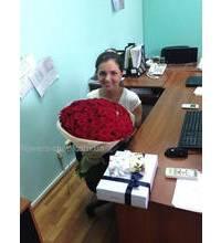 Букет красных роз Гран при в момент доставки