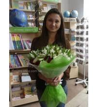 Девушка из Ивано-Франковска с букетом