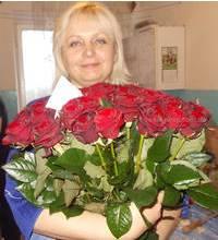 Жительница Джанкоя с букетом роз