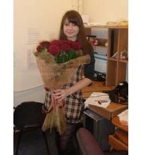 Девушка из Чорткова с букетом роз