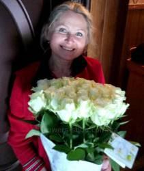 33 белых розы Аваланч в букете