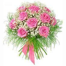 Розовые розы с гипсофилой