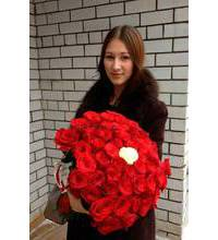 101 Bouquet of red roses with one white rose in the middle