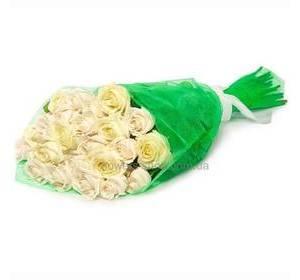Белые розы Аваланч в упаковке