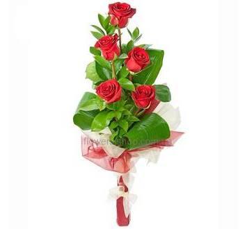 Каскадный букет из импортных красных роз
