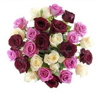 Букет из розовых, красных и белых роз