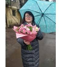 Фото отримувача з квітами м. Ужгород