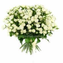 Букет из белых кустовых роз