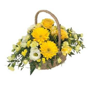 Корзина с розами, желтыми герберами, эустомами и гвоздиками
