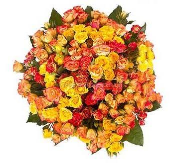 Букет из разноцветных веточных роз