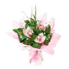 Букет из орхидей цимбидиум, зелени аспидистры и декора, в упаковке