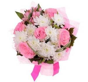 Розовые розы, хризантема Зембла, альстромерии, упаковка