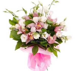 Букет из розовых орхидей и эустом, в упаковке органза