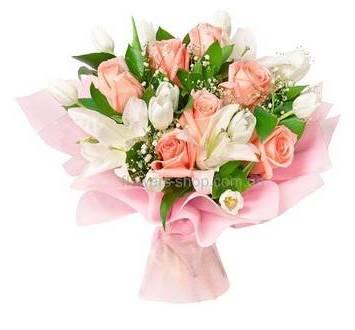 Букет из лилий, тюльпанов и импортных роз, с гипсофилой, в упаковке