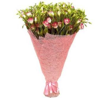 Букет эустом в розовой упаковке