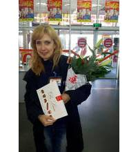 Christmas bouquet and chocolates delivered to Komsomolsk