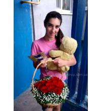 Delivery of a basket of roses in Chernigov