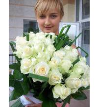 Delivery elegant bouquet of white roses in Khmelnitsky