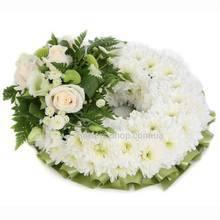 Круглый венок на возложение их хризантем и роз
