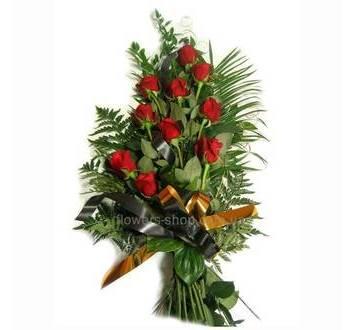 Букет из роз и зелени, траурный букет, черная лента
